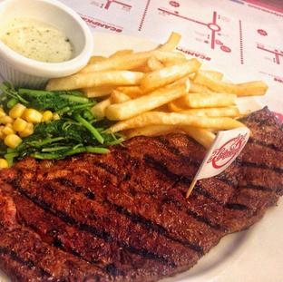 Foto 1 - Makanan di Steak Hotel by Holycow! oleh Astrid Huang | @biteandbrew