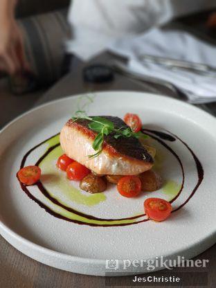 Foto 2 - Makanan(Pan Seared Norwegian Salmon) di Cassis oleh JC Wen