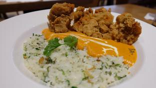 Foto 1 - Makanan(Yellow Curry, Medium Spiciness,  Cilantro Butter Rice, Spicy Crispy Chicken) di Go! Curry oleh Yummyfoodsid