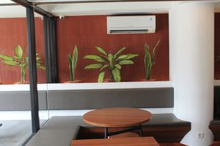 Foto 3 - Interior di Routine Coffee & Eatery oleh Prido ZH