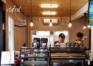 Foto 4 - Interior di Pikul Coffee & Roastery oleh Stanzazone