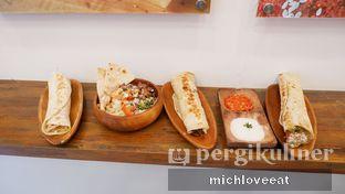 Foto 8 - Makanan di Emado's Shawarma oleh Mich Love Eat