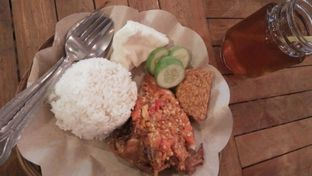 Foto 5 - Makanan di Ayam Gepuk Pak Gembus oleh Review Dika & Opik (@go2dika)