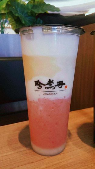 Foto 8 - Makanan(Strawberry mango smoothies) di Truedan oleh duocicip