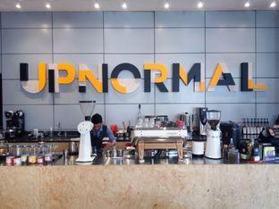 Foto 2 - Interior di Upnormal Coffee Roasters oleh Chris Chan