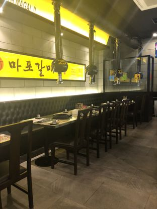 Foto 6 - Interior di Magal Korean BBQ oleh Nanakoot