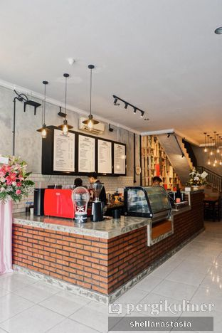Foto 1 - Interior di Tempt Coffee Roaster oleh Shella Anastasia