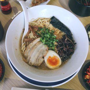Foto 3 - Makanan(Tonkotsu ramen) di Fufu Ramen oleh Stellachubby