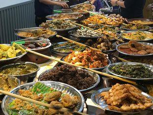Foto 4 - Makanan di Nasi Kapau Juragan oleh Makan2 TV Food & Travel