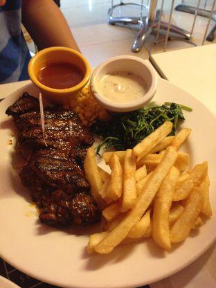 Foto 4 - Makanan di Holycow! STEAKHOUSE by Chef Afit oleh Almira  Fatimah