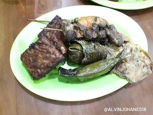 Foto 3 - Makanan di Warung Nasi Ibu Imas oleh Alvin Johanes