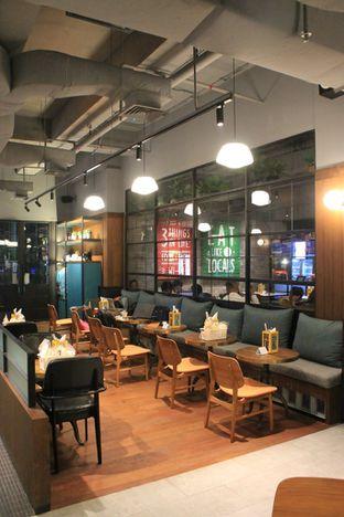 Foto 5 - Interior di Djournal Coffee oleh Prido ZH