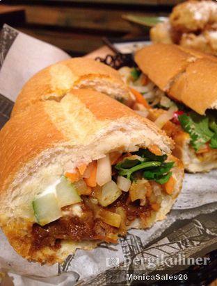 Foto 6 - Makanan(banh mi) di NamNam Noodle Bar oleh Monica Sales