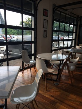 Foto 7 - Interior di Coarse & Fine Coffee oleh Aghni Ulma Saudi