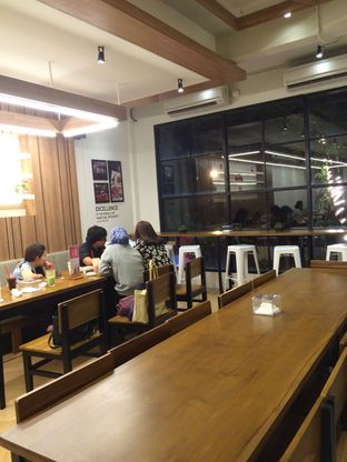 Foto 9 - Interior(Area Lt2) di De Mandailing Cafe N Eatery oleh Rinarinatok
