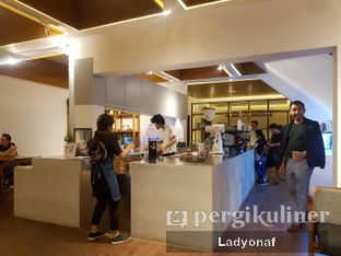 Foto 1 - Interior di Simetri Coffee Roasters oleh Ladyonaf @placetogoandeat