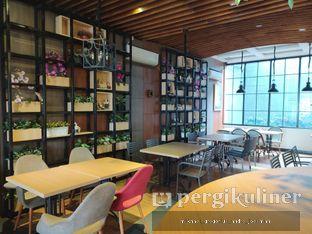 Foto 6 - Interior di De Cafe Rooftop Garden oleh Andre Joesman