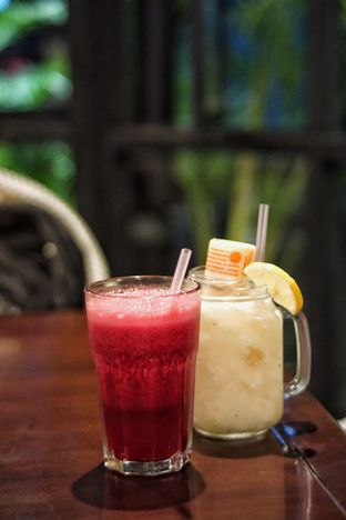 Foto 5 - Makanan(Strawberry Juice and Lychee Yakult) di Beehive oleh Fadhlur Rohman