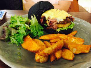 Foto 11 - Makanan(Blacklisted Beef Burger) di Blacklisted oleh Yolla Fauzia Nuraini