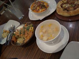 Foto 2 - Makanan di Pizza Hut oleh iqiu Rifqi