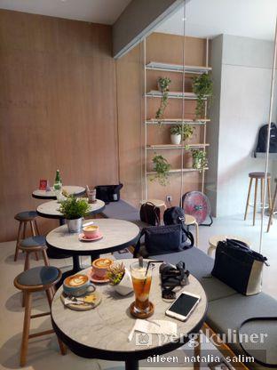 Foto 8 - Interior(Lantai 2) di Origin Bakery oleh @NonikJajan