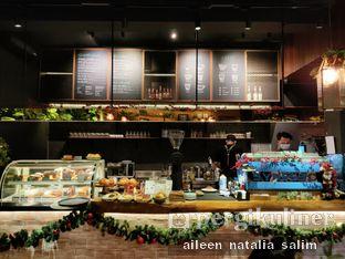 Foto 1 - Interior di Six Ounces Coffee oleh @NonikJajan
