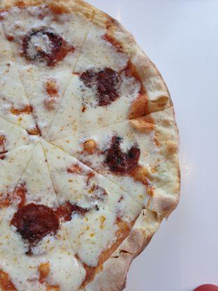 Foto - Makanan(Pecorino Pizza ) di Gourmet Kitchen oleh Henny Adriani
