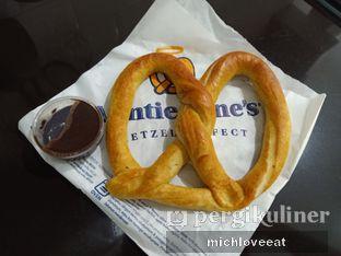 Foto 4 - Makanan di Auntie Anne's oleh Mich Love Eat