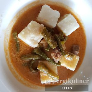 Foto 5 - Makanan(Lontong Sayur) di The Square - Hotel Novotel Bandung oleh @teddyzelig