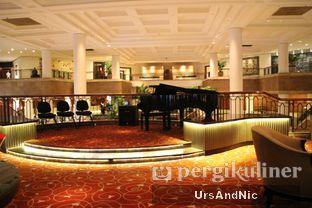 Foto 8 - Interior di Fountain Lounge - Grand Hyatt oleh UrsAndNic
