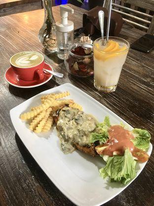 Foto 11 - Makanan di PLUIE Cafe & Resto oleh Prido ZH