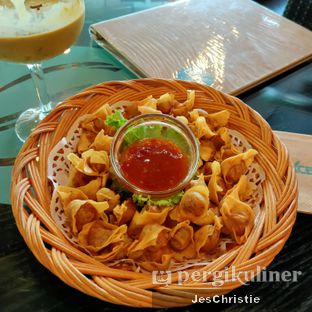 Foto 2 - Makanan(Golden Fried Mini Wonton) di Excelso oleh JC Wen