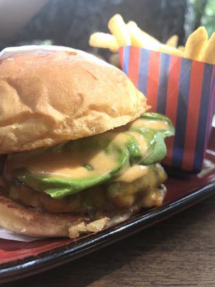 Foto 3 - Makanan di Le Burger oleh Kami  Suka Makan