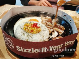 Foto 2 - Makanan(Chicken & Mushroom Curry Rice) di Pepper Lunch oleh Irene Stefannie @_irenefanderland