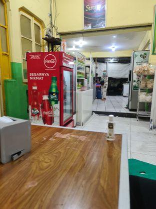 Foto 3 - Interior di Es Teler Pacar Keling & Bakso Pak No oleh Fensi Safan