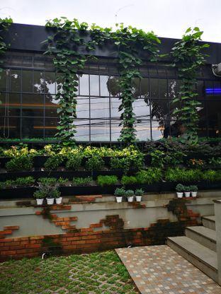 Foto 2 - Interior di Amertha Warung Coffee oleh om doyanjajan