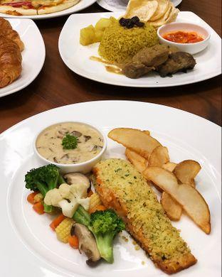 Foto 2 - Makanan(Salmon fillet) di Cendana Lounge oleh Claudia @grownnotborn.id