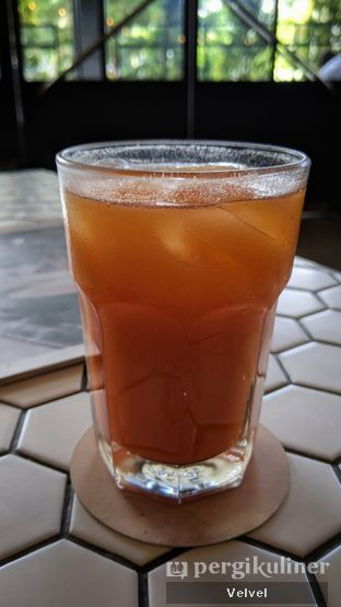 Foto 2 - Makanan(Berry Go Iced Tea) di Toby's Estate oleh Velvel