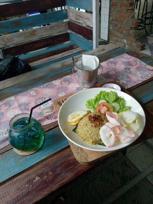 Foto 3 - Makanan(Nasi goreng kari) di Happiness Kitchen & Coffee oleh Namira