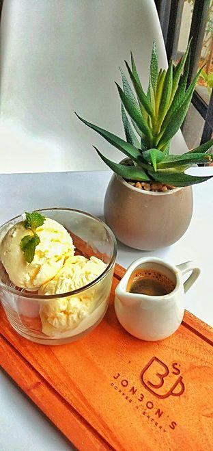 Foto 14 - Makanan(affogato) di Jonbon's Coffee & Eatery oleh duocicip
