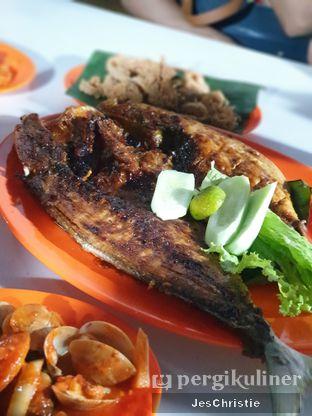 Foto 2 - Makanan(Ikan Kuwe Bakar) di Saung 89 Seafood oleh JC Wen