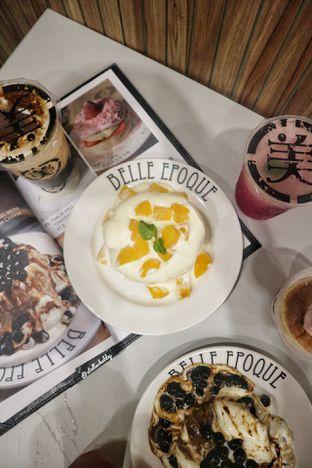 Foto 3 - Makanan(Peach and yogurt pancake) di Belle Epoque oleh Stellachubby