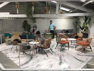 Foto 7 - Interior di Monday Coffee oleh Mariane  Felicia