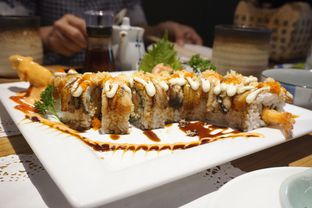 Foto 3 - Makanan(Dragon Roll) di Izakaya Kai oleh Elvira Sutanto
