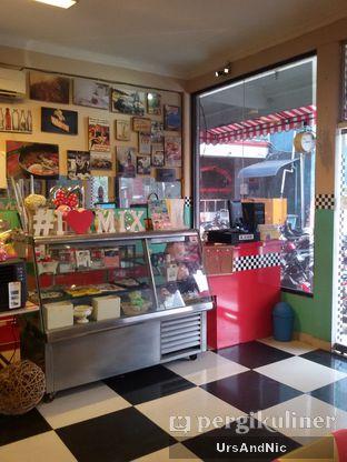 Foto 3 - Interior di Mix Diner & Florist oleh UrsAndNic