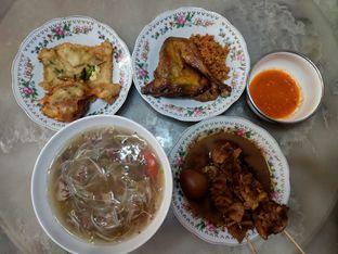 Foto 2 - Makanan(Gorengan dan soto) di Soto Seger Kartosuro oleh FX JO