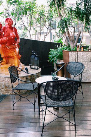Foto 34 - Interior di The Writers Bar - Raffles Jakarta Hotel oleh Indra Mulia