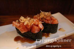 Foto 6 - Makanan(Crunchy Salmon Gunkan) di Umaku Sushi oleh Desy Apriya