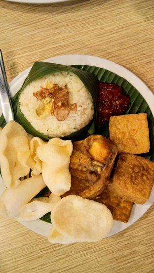 Foto 4 - Makanan(Nasi Uduk Komplit) di Pan & Flip oleh Komentator Isenk