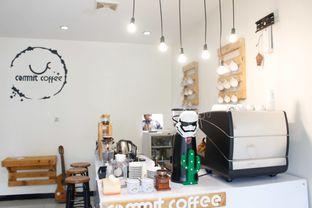 Foto 5 - Interior di Commit Coffee oleh Tristo